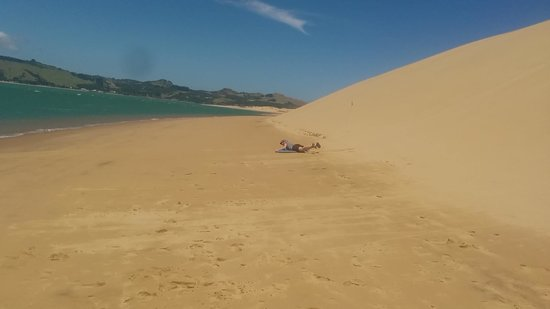 Omapere, New Zealand: Riding the sand dunes