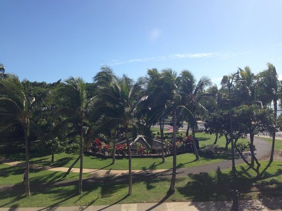 Park Shore Waikiki: From the pool deck looking toward the zoo.