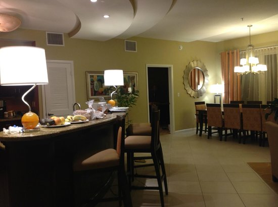 Wyndham Ocean Walk: Very nice dining room and kitchen