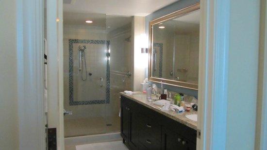 Marriott's Oceana Palms: Master bath