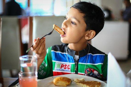The Promenade: Breakfast, atlast it was easy to make my son eat !