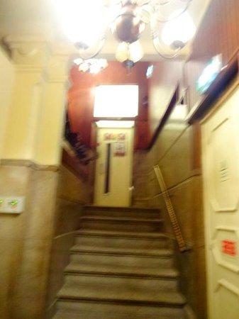 Elevador que dá acesso ao Hotel Aliados, depois de uma lance de escadas