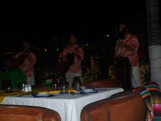 Maria Corona Restaurant: entertainment