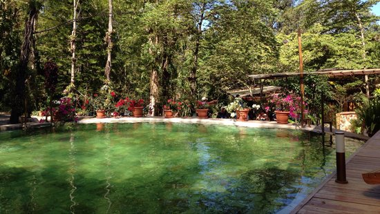 Las piscinas son alimentadas por los famosos ausoles de for Piscina santa teresa