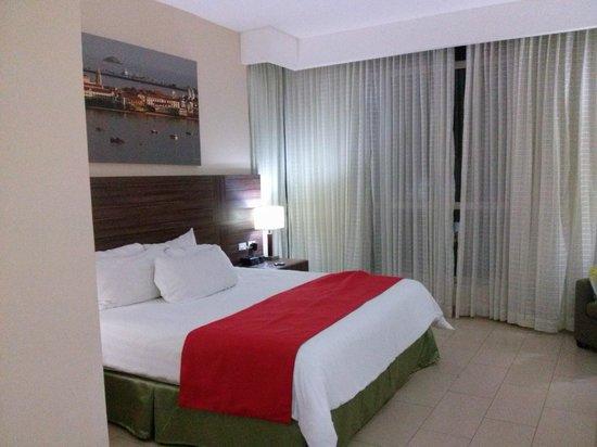 Clarion Victoria Hotel and Suites Panama: Habitación confortable y cómoda