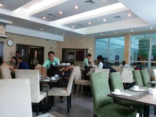 Clarion Victoria Hotel and Suites Panama: Área de Comerdor, desayuno.