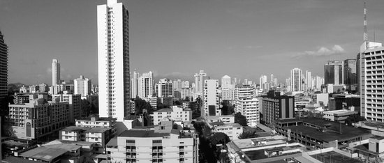 Clarion Victoria Hotel and Suites Panama: Vista desde la Piscina (azotea)