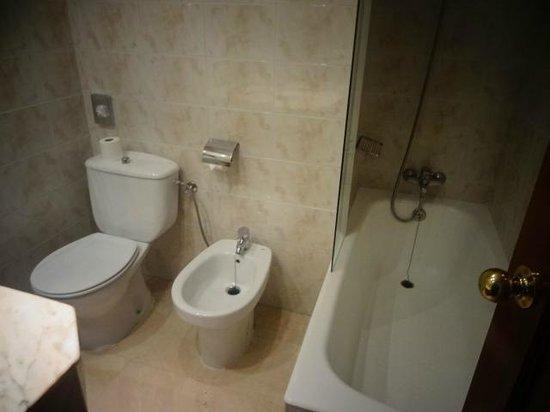 Hotel Derby Sevilla: Banheira do Derby Sevilha. Peça ao fazer a reserva.