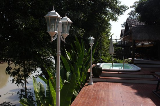 Tonnam Homestay: view from pool deck