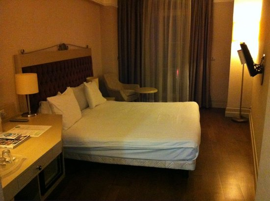 Faros Old City: Double room with king size bed