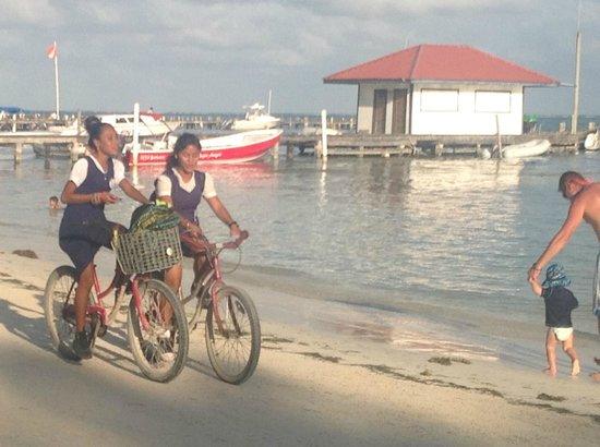 Ramon's Village Resort : girls on their way to school!