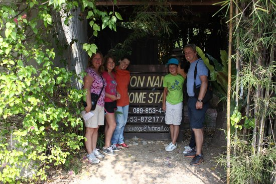 Tonnam Homestay: Front of property with Cecile and Pom