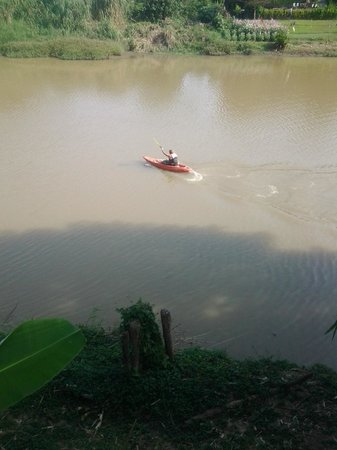 Tonnam Homestay : Kayaking up the river
