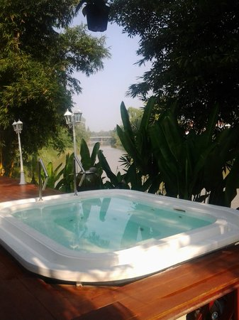 Tonnam Homestay: View looking out across hot tub