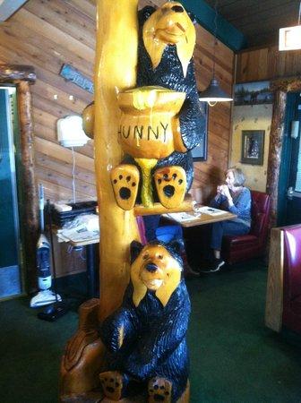 Black Bear Diner: inside the restaurant  Bear wood carvings