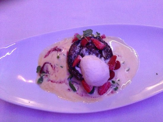 Kream Brooklyn: Rooibos malva pudding with ice cream, strawberries and custard. Quite decadent!