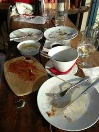 Salsa Tapas Wine Bar Cafe: Empty plates!!