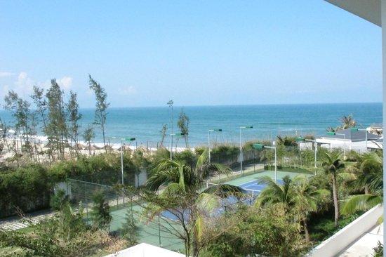 Sunrise Premium Resort Hoi An : Tennis/Ocean