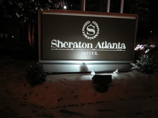 Sheraton Atlanta Hotel: Picture of the grounds sign with snow present.