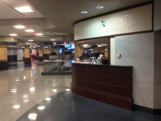 فور بوينتس باي شيراتون هانتسفيل إيربورت: Front Desk Check In, In Terminal