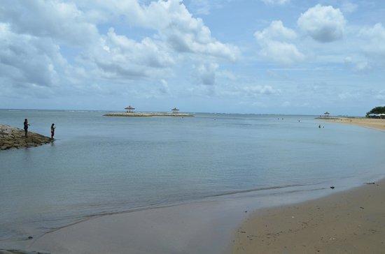 Griya Santrian: Sanur beach