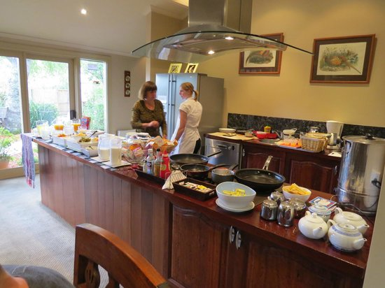 Lurline House: Well Equipt Kitchen in the Dining Area