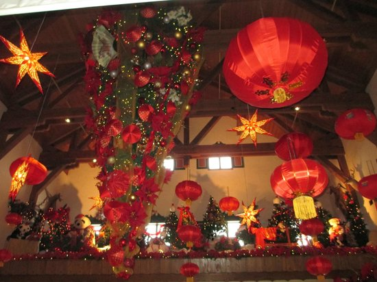 Bavarian Inn Lodge: A view of the lobby decorated for Chinese New Year