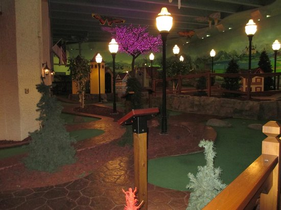 Bavarian Inn Lodge: Putt-putt course