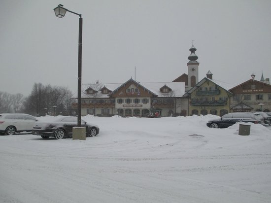 Bavarian Inn Lodge: Front entrance