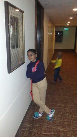 Mahagun Sarovar Portico Suites: Room Outside