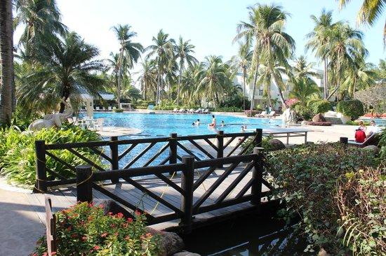 Palm Beach Resort & Spa Sanya: бассейн + маленький бассейн с теплой водой