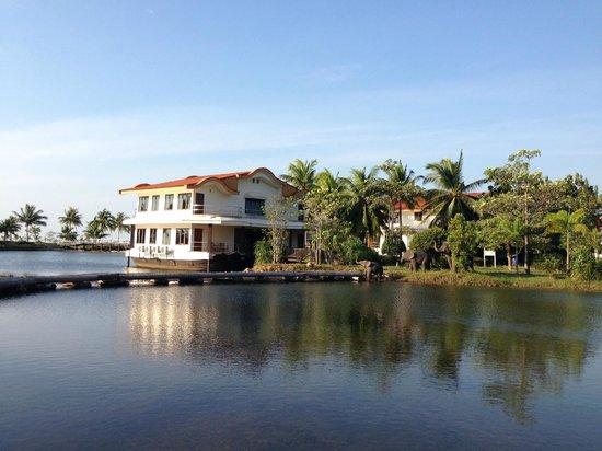 Koh Chang Lagoon Resort: вот такие мини-домики на этой территории