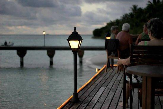 Embudu Village: Sun set view deck