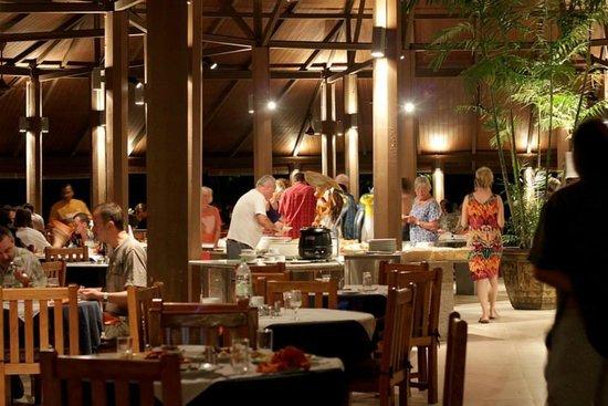 Embudu Village: Dining