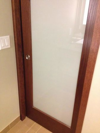 Crowne Plaza Hotel Minneapolis - Airport West Bloomington: Bathroom door with glass panel