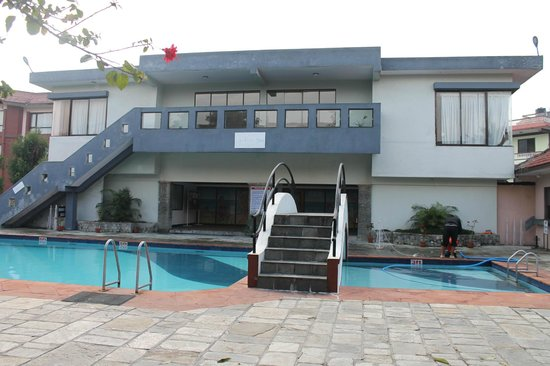 Pokhara Grande: ホテル内プール