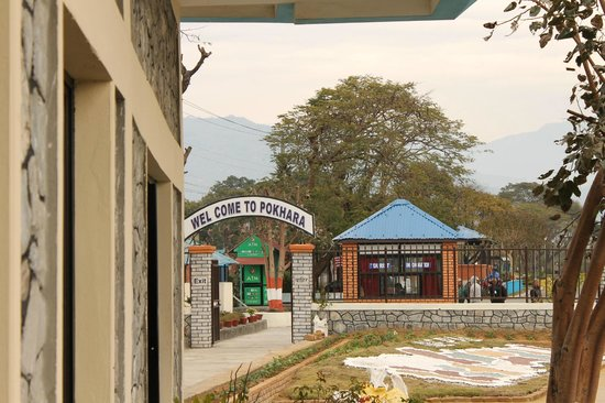 Pokhara Grande: ポカラ空港到着ロビーから