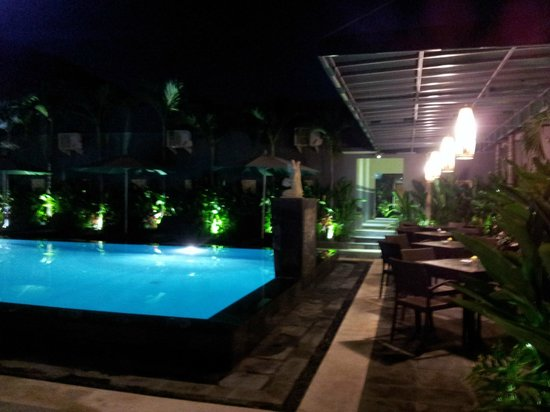 The Banyumas Villa: Tables to have a drink or breakfast at