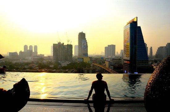 Eastin Grand Hotel Sathorn: The Bangkok Skyline and the Infinity Pool