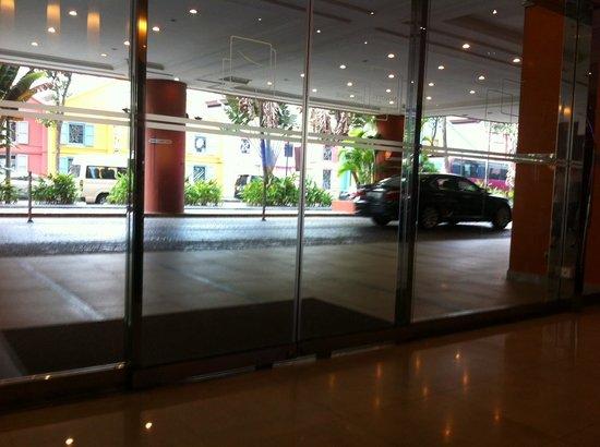 Novotel Singapore Clarke Quay: Lobby