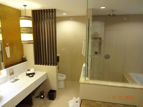 Sareeraya Villas & Suites : bathroom