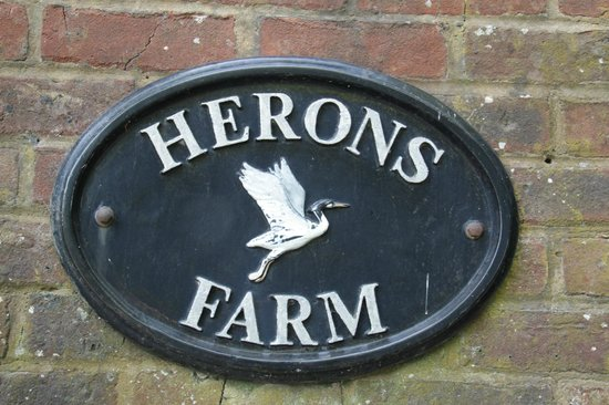 Herons Farm B&B: entrance sign
