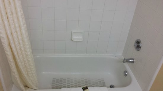 Extended Stay America - Fort Lauderdale - Tamarac: Dirty Bathtub