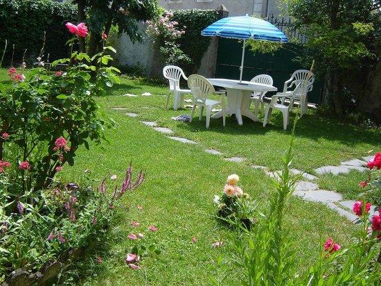 La Souleillane: un moment au jardin