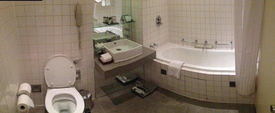 The Trafalgar Hotel: Bathroom