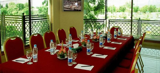 Avari Xpress Residence – 7th Avenue: Board Room with 7th Avenue View