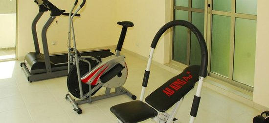 Avari Xpress Residence – 7th Avenue: Workout Machines in Gym