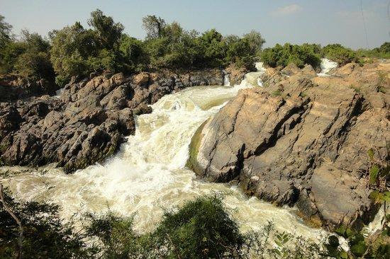 Don Khone, Laos: コーン島の西側の滝