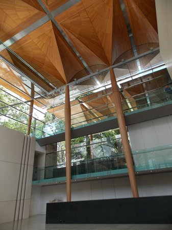 Auckland Art Gallery Toi o Tamaki : Auckland Art Gallery interior