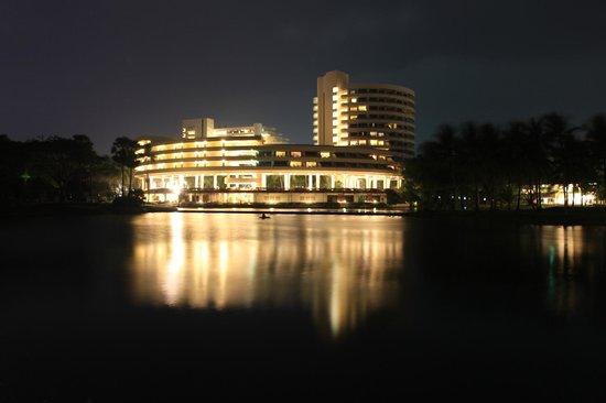 Hilton Phuket Arcadia Resort & Spa: Начало территории отеля